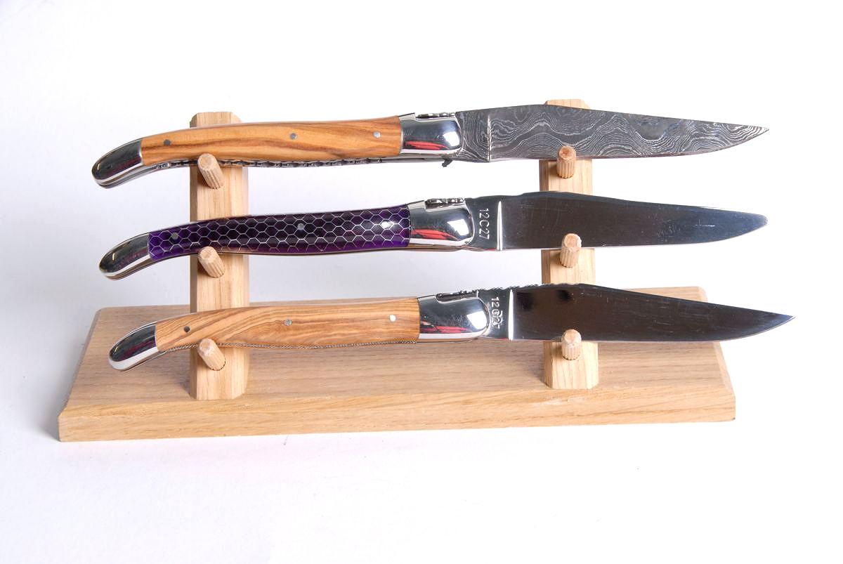 Original laguiole - Claude Dozorme Ausstellungsträger aus Eichenholz für 3 Laguiole-Messer