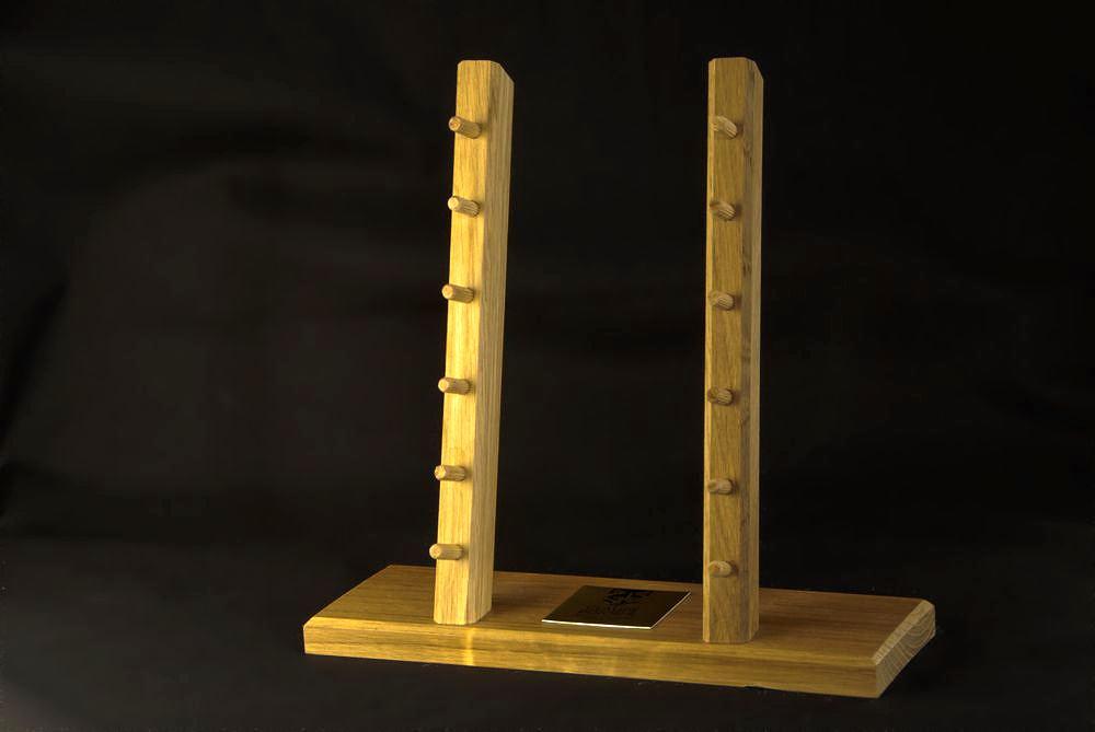 Original laguiole - Claude Dozorme Ausstellungsträger aus Eichenholz für 6 Laguiole-Messer