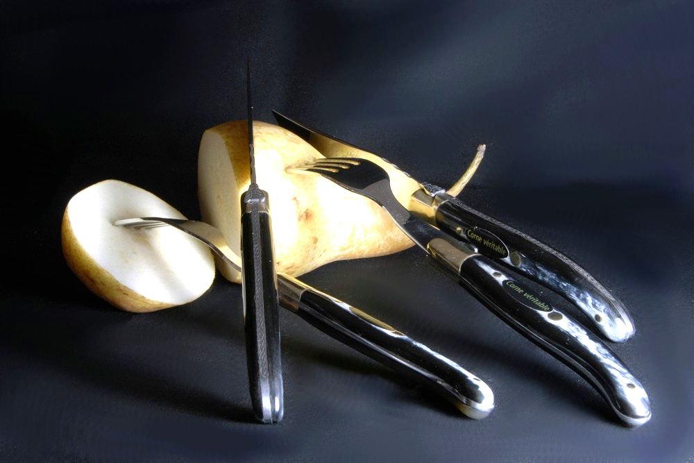 Original laguiole - Claude Dozorme Laguiole 12-teilig. Steakmesser Set mit Gabeln, Horn, Messingbacken