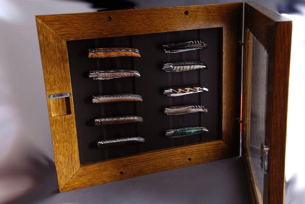 En Aubrac Wandvitrine Aus Eichenholz Fur 10 Laguiole Messer