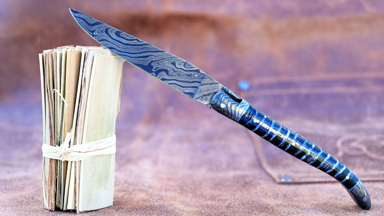 Original laguiole - Taschenmesser Laguiole en Aubrac, Double Platines, Brillant, Damast spécial, blau, Mammut-Backenzahn