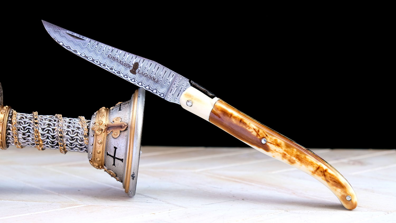 Original laguiole - Taschenmesser Laguiole Chevalier, Edition Black Knight, Walroßstoßzahn, Damast, brosse, Plein