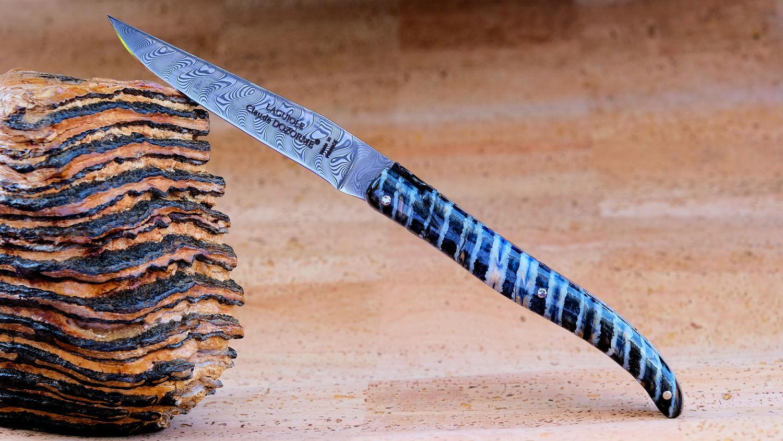 Original laguiole - Taschenmesser Laguiole Claude Dozorme, Edition MAMMUTO 03, Damastklinge, Mammutbackenzahn blau, Plein, brillant, guillochierte Biene