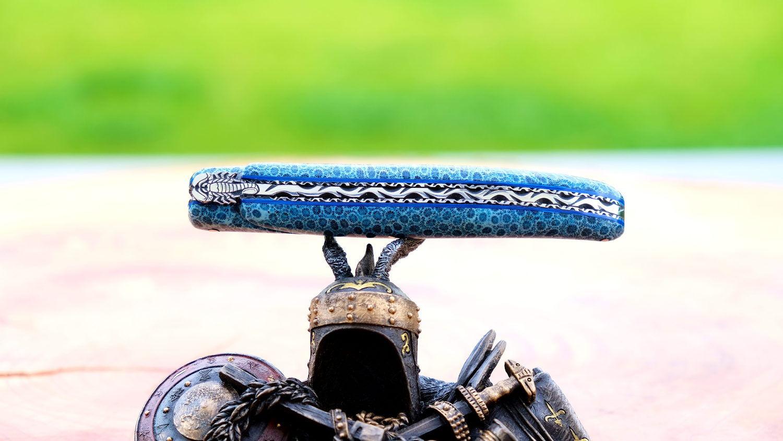 Taschenmesser Laguiole du Barry, Edition Scorpion, versteinerte Koralle blau, brillant