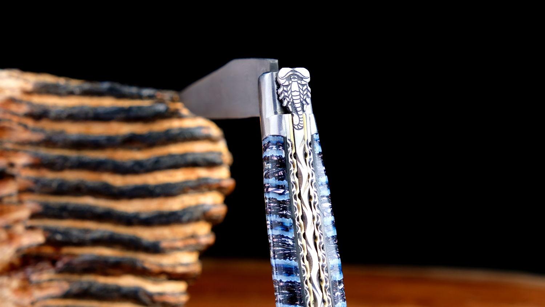 Taschenmesser Laguiole du Barry, Edition Scorpion, Damast, Mammutbackenzahn blau, double Platines, brosse