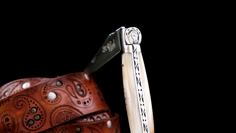 Original laguiole - Taschenmesser Laguiole du Barry, Lucky Horse, Horn blond, guillochierte Biene, brosse