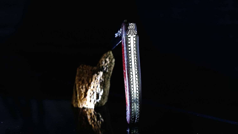 Original laguiole - Taschenmesser Laguiole Du Barry, red ghost, Carbongriff, Plein, guillochierte Biene, brillant